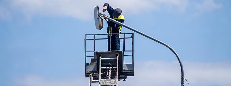 Werken met een hoogtewerker